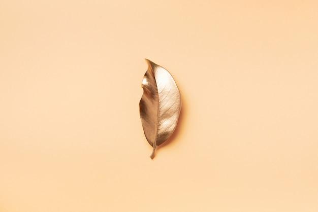 Złoty liść. widok z góry.