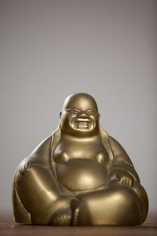 Złoty malowane figurki buddy śmieją