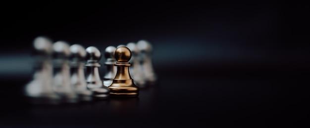 Złoty pionek szachowy.