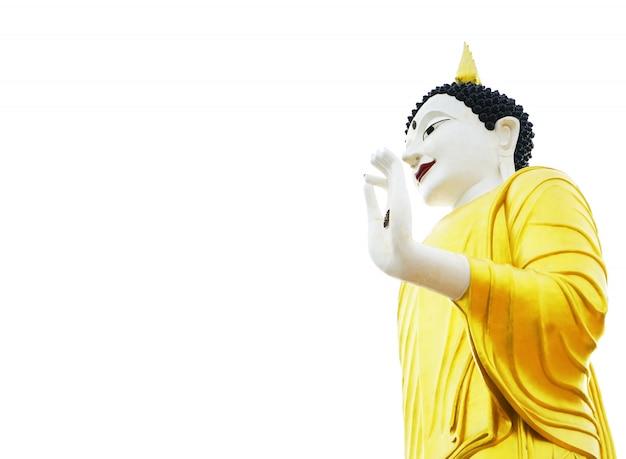 Złoty posąg buddy oświetlony na białym tle