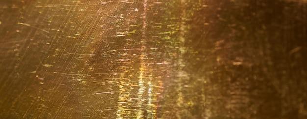 Złoty projekt retro z zadrapaniami