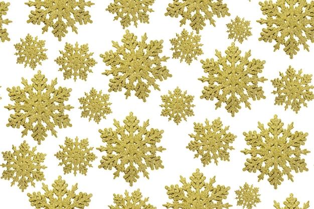 Złoty wzór płatki śniegu boże narodzenie na białym tle.