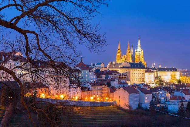 Złoty zamek praski w nocy, republika czeska