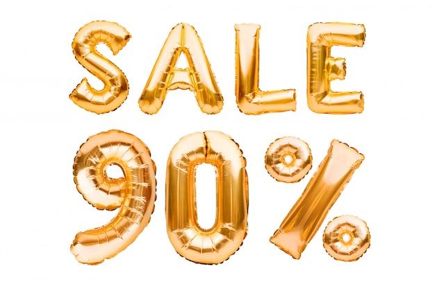 Złoty znak sprzedaży dziewięćdziesiąt procent wykonane z nadmuchiwanych balonów na białym tle. balony helowe, numery złotej folii.