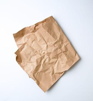 Złożony arkusz brązowego papieru rzemieślniczego