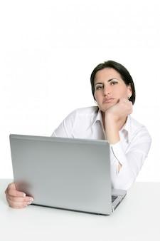 Zły smutny znudzony kobieta laptop