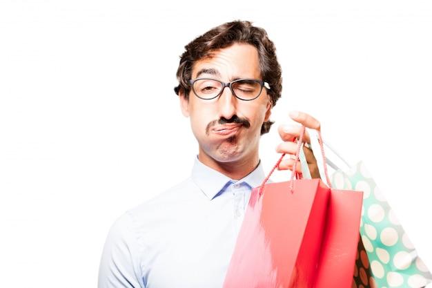 Zmęczony człowiek gospodarstwa torby na zakupy