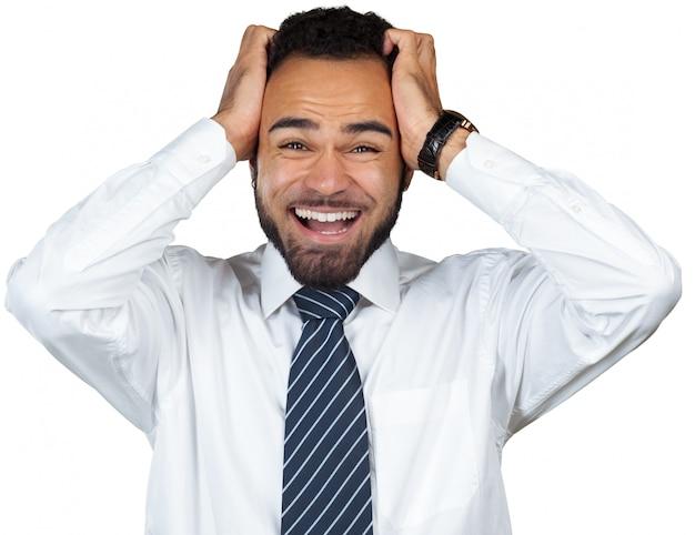 Zmęczony młody czarny biznesmen odizolowywający na bielu