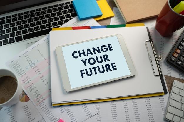 Zmień swoją przyszłość do porady napis biznesmen porada prawna online, pojęcie prawa pracy