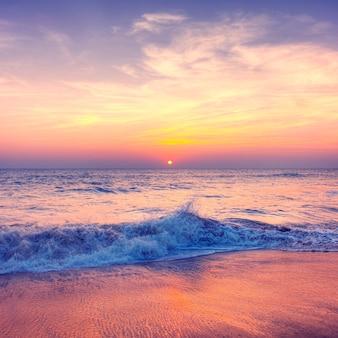 Zmierzch przy plażą w samoa