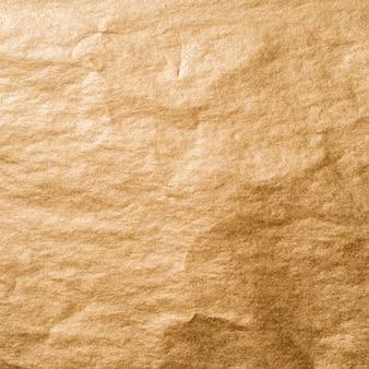 Zmięta folia ze złotej tapety