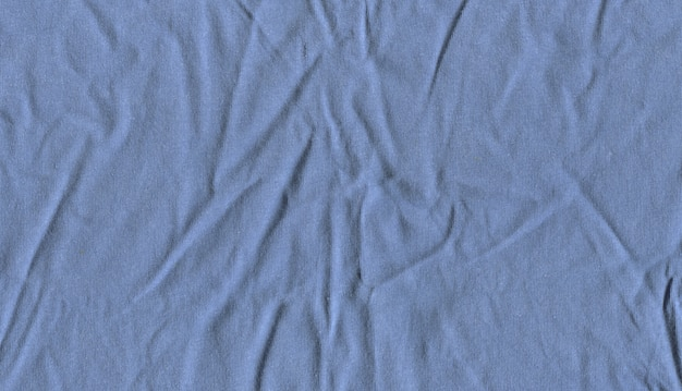 Zmięta jasnoniebieska tkanina