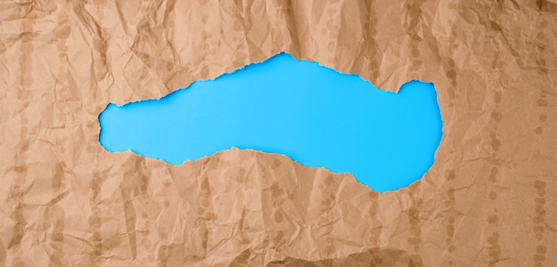 Zmięta tekstura papieru z brązowej kartki z tłustymi plamami
