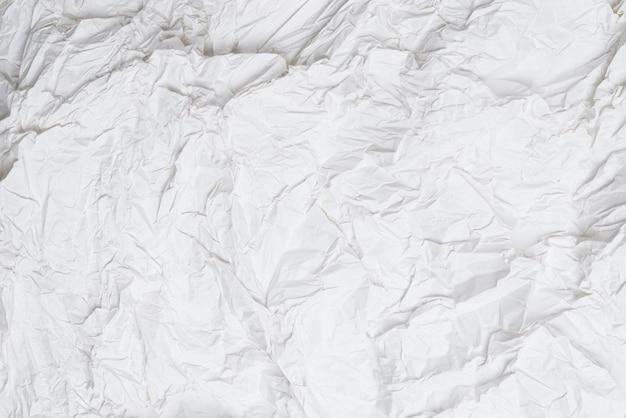 Zmięty biały papier
