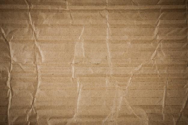 Zmięty brązowy karton tekstury.