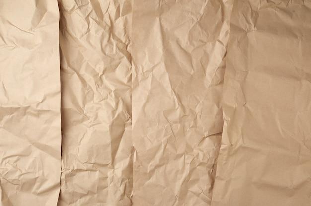 Zmięty brązowy papier