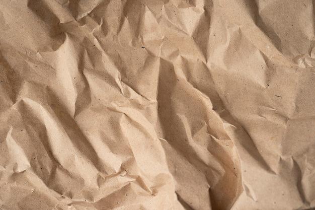 Zmięty papier. szablon do różnych celów lub tworzenia opakowań.