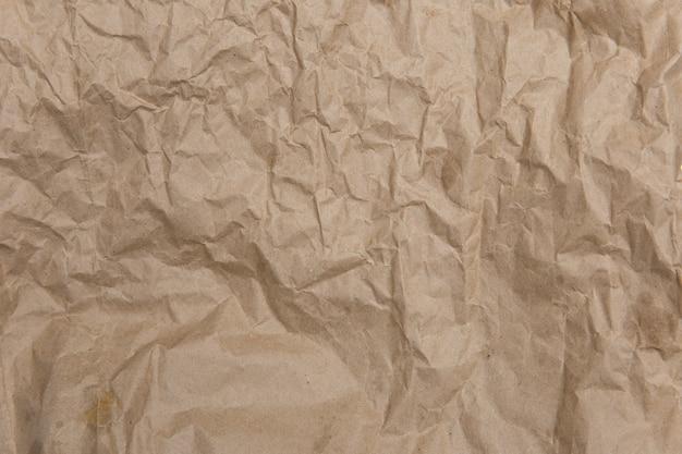 Zmięty stary, brązowy, żółty papier. szorstka stara tekstura. abstrakcyjne tło z miejscem na tekst. koncepcja starzenia.