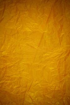 Zmięty złoty papier recyklingu tło.