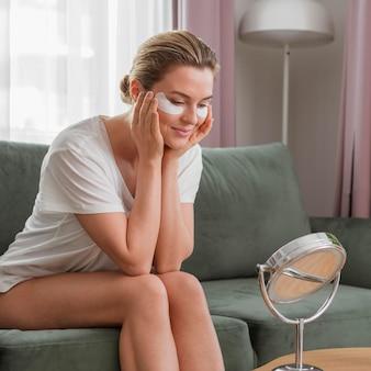 Zmniejszenie cieni łatki koncepcja samoopieki