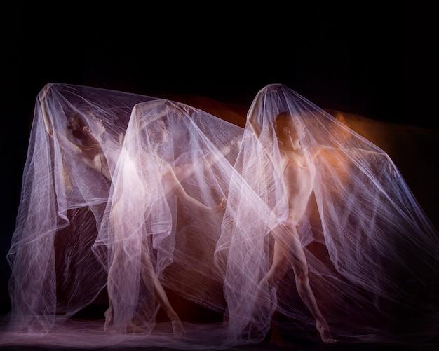 Zmysłowy i emocjonalny taniec pięknej baletnicy z welonem. technika fotograficzna ze stroboskopem