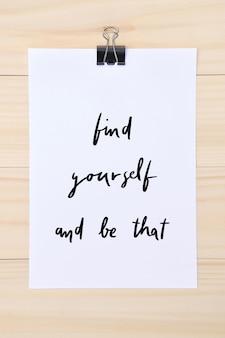 Znajdź siebie i bądź tym ręcznym napisem