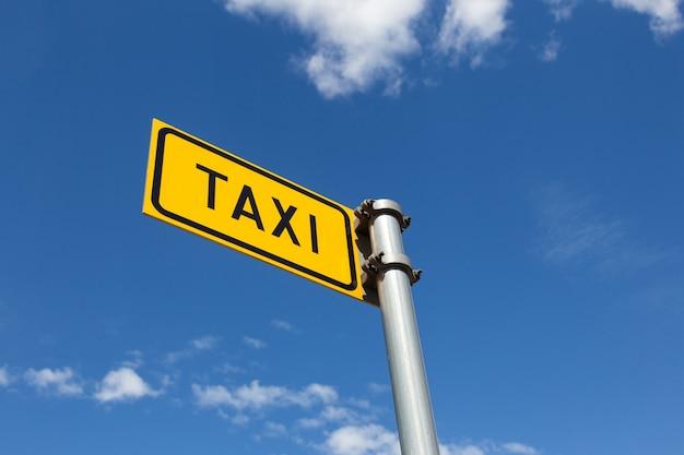 Znak drogowy taksówki