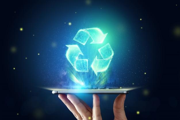Znak hologram recyklingu na tablecie na dłoni. pojęcie czystej ziemi, wywóz śmieci.
