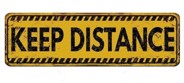 """Znak plakatowy z tekstem ostrzegawczym """"zachowaj odległość"""""""