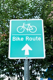 Znak rowerów na ulicy