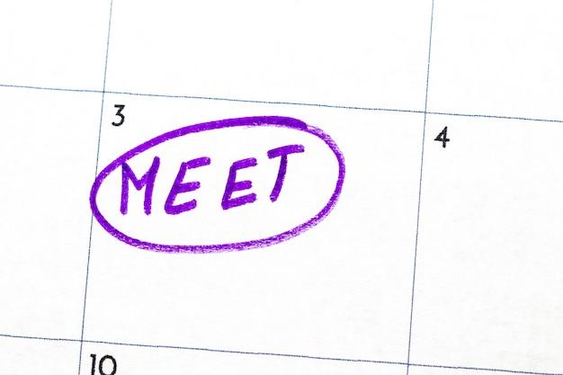 """Znak """"spotkanie"""" napisany markerem na kalendarzu."""