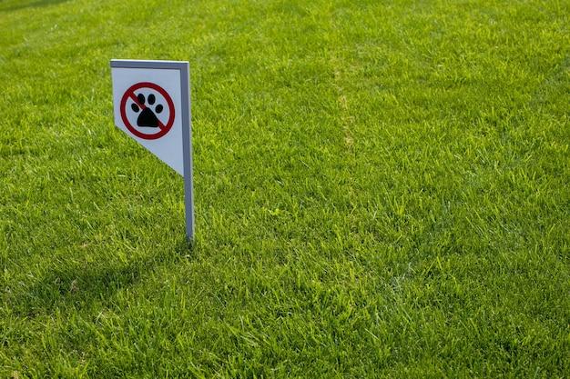Znak zakazujący nie może chodzić z psem. zwierzęta nie są akceptowane