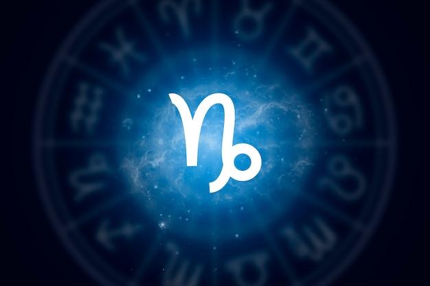 Znak zodiaku koziorożec na tle gwiaździstego nieba