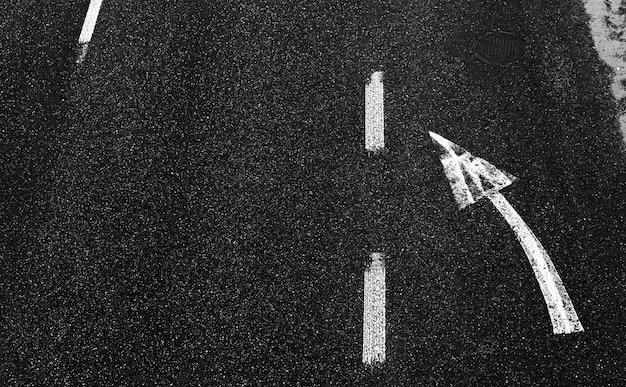 Znakowanie dróg na asfalcie