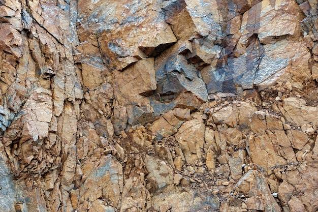 Zniszczenie skały góry po wybuchu.