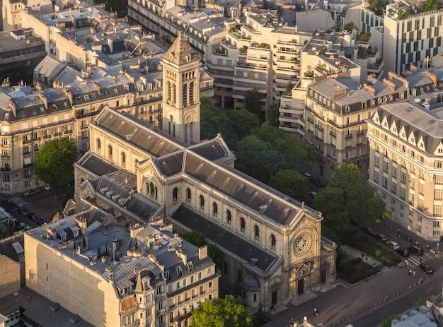 Zobacz deseglise notre dame champs z dzwonnicą z wieży montparnasse paryż francja