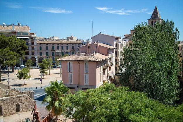 Zobacz starożytne domy i budynki palma de mallorca