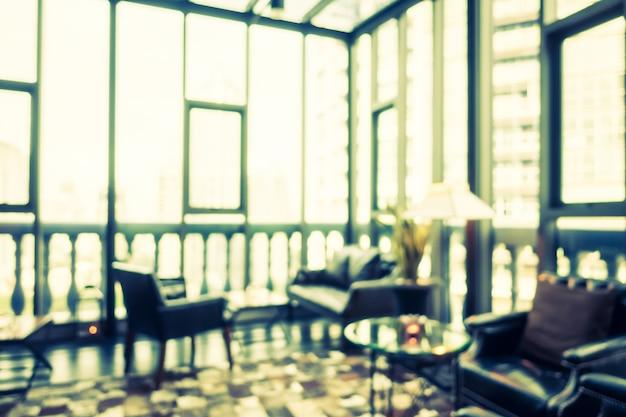 Zogniskowany pokój z skórzanymi krzesłami