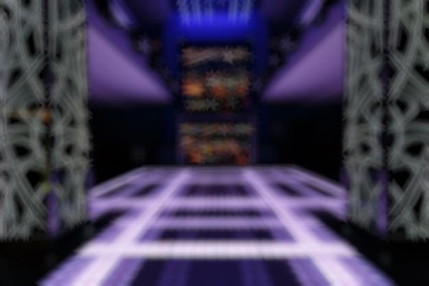 Zogniskowany wpis disco z fioletowymi liniami