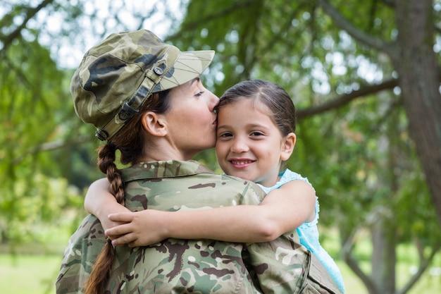 Żołnierz ponownie połączył się z córką