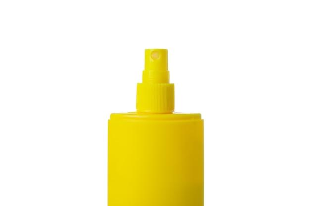 Żółta butelka ochrony przeciwsłonecznej na białym tle na białym tle