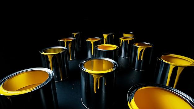 Żółta farba metalowego wiadra. widok z góry