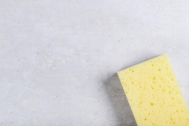 Żółta gąbka prostokątna