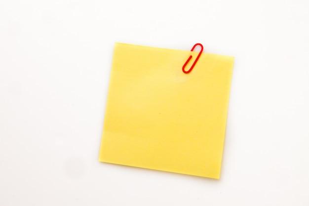 Żółta kartka samoprzylepna z spinaczem
