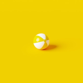 Żółta nadmuchiwana piłka plażowa zabawka na żywym letnim tle z koncepcją balonu. renderowanie 3d.
