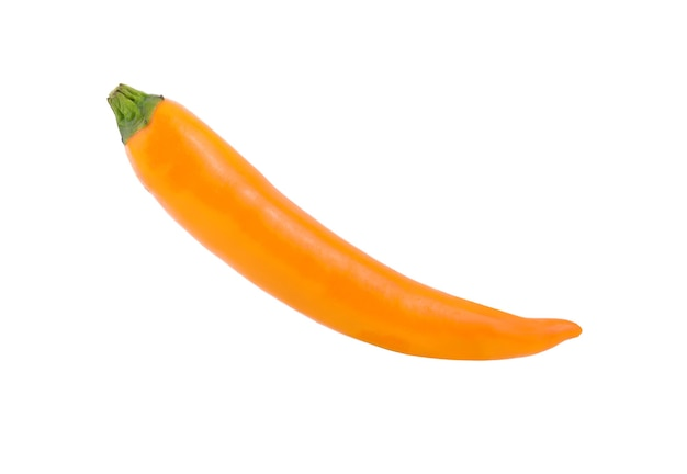 Żółta papryka chili na białym tle