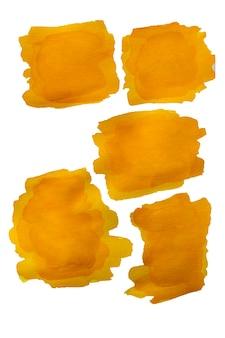 Żółta plama akwarelowa z pociągnięć pędzlem na białym tle