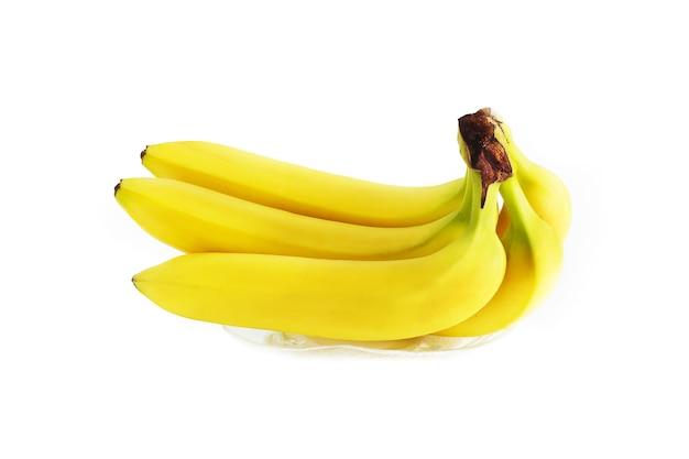 Żółte banany na białym tle.
