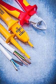 Żółte elektryczne szczypce do cięcia przewodów testowych