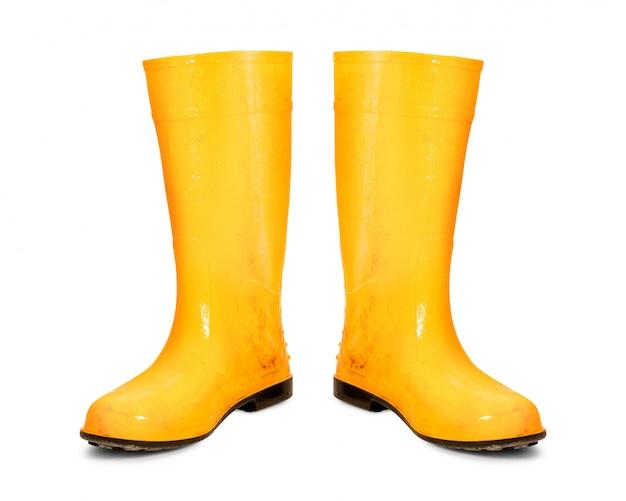 Żółte gumowe buty na białym tle